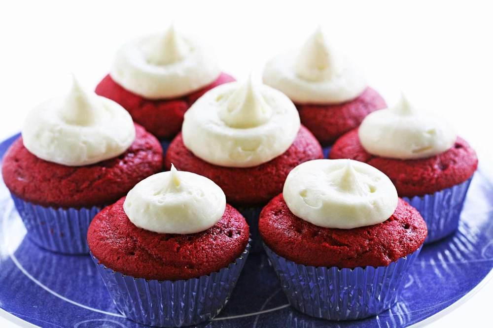 red-velvet-cupcakes-horiz-a-1600